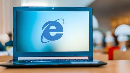 Laptop computer displaying logo of Internet Explorer