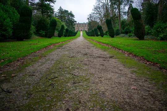 Long driveway up to Montacute House