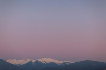 Photo sur Plexiglas Lavende Lilac sunset over the mountains