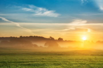 Spoed Fotobehang Ochtendgloren Beautiful summer sunrise over fields