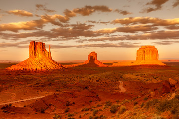 Poster de jardin Fantastique Paysage Monument Valley, twice a year the shadow is casted on middle butte. Rare spactacle