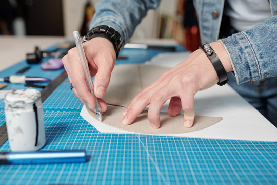 Using sewing patterns in leatherworking
