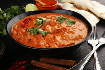Chicken tikka masala spicy curry meat food in pot with rice and naan bread. indian food Fotomurales