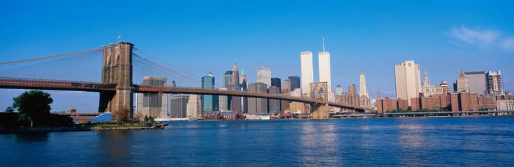 Spoed Fotobehang Brooklyn Bridge This is the Brooklyn Bridge over the East River with the Manhattan skyline.