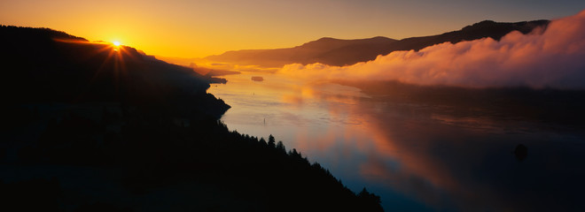 Wall Mural - This is Cape Horn on the Columbia River Gorge at sunrise. There is a morning mist over the river.