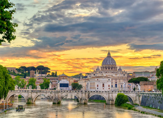 Foto op Textielframe Rome A view along the Tiber River towards St. Peter's Basilica and the Vatican in Rome, Italy.