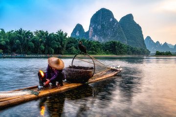 Foto op Plexiglas Guilin Landscape and bamboo rafts of Lijiang River in Guilin, Guangxi..