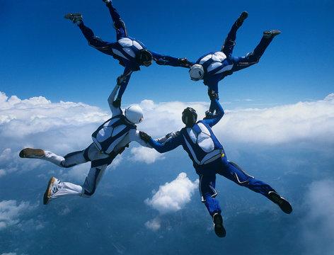 Skydivers diving in tandeem
