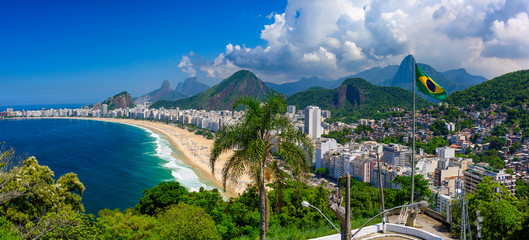 Autocollant pour porte Brésil Copacabana beach in Rio de Janeiro, Brazil. Copacabana beach is the most famous beach of Rio de Janeiro, Brazil. Skyline of Rio de Janeiro with flag of Brazil