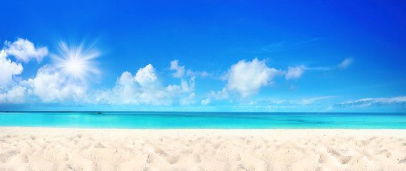 Zelfklevend Fotobehang Strand Beautiful beach with white sand, turquoise ocean water and blue sky with clouds in sunny day. Panoramic view. Natural background for summer vacation.