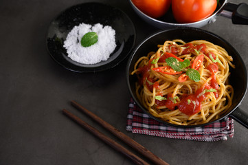 Papiers peints Nourriture appetizing cooked spaghetti italian pasta with tomato sauce