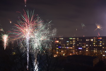 Buntes Feuerwerk zu Silvester