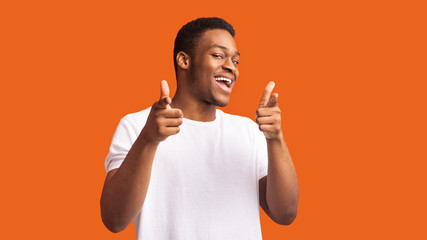 Happy afro guy choosing you over orange background Papier Peint