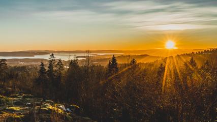 Zachód słońca nad Oslo stolicą Norwegii widok na Oslofjord