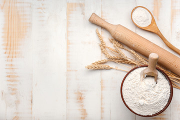 Keuken foto achterwand Bakkerij Bowl with flour and rolling pin on white wooden background
