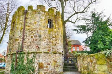 Mittelalterlicher Turm im Zentrum von Lingen