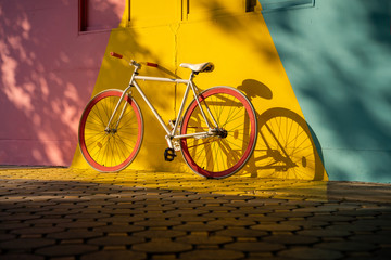 Fotorolgordijn Fiets Bicycle against a vibrant wall outdoors, Ecological transportation concept..