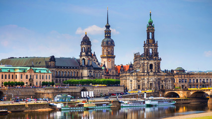 Scenic summer view of the Old Town architecture with Elbe river embankment in Dresden, Saxony, Germany Fototapete