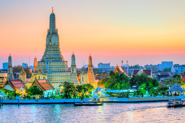 Fotorolgordijn Bedehuis Bangkok, Wat Arun, The temple of dawn. Wat Arun is one of the major attraction of Bangkok, Thailand
