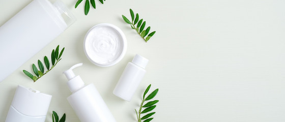 Keuken foto achterwand Spa Natural organic SPA cosmetic products set with green leaves. Top view herbal skincare beauty products on green background. Banner mockup for eco shop or beauty salon. Flat lay minimalist style