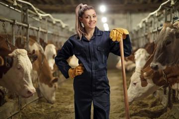 Female worker on a cow dairy farm Fototapete