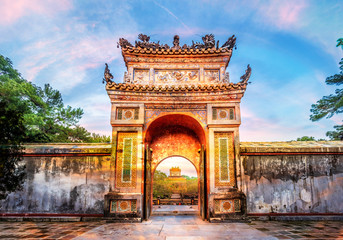 Montage in der Fensternische Altes Gebaude Historic Tu Duc Tomb in the city of Hue in Vietnam