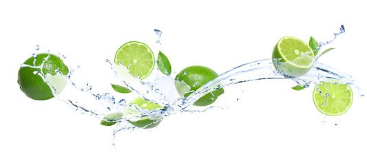 Papiers peints Cascades Ripe limes, fresh mint and splashing water on white background