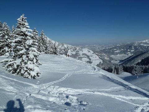 Schnee im Gebirge