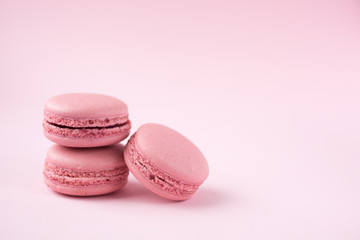 Foto op Textielframe Macarons Pink macarons on pink background