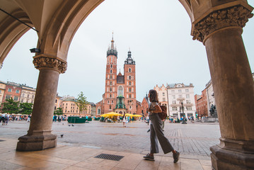 Poster Cracovie tourist woman at central krakow market square copy space