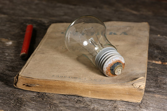 Light bulb on a 20th century textbook. Physics textbook for 7th grade seven-year and high school. Uchpedgiz 1947.