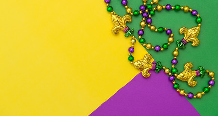 Fotorolgordijn Carnaval Mardi gras carnival decoration beads yellow green purple background