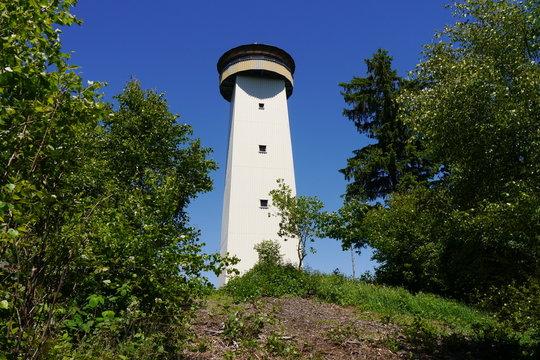 Aussichtsturm im Wald Thüringer Warte Frankenwald