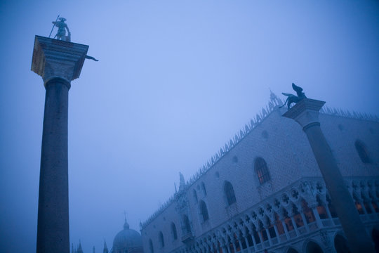 Italy, Venice, St Mark's Square with Doge's Palace, foggy