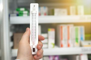 Photo sur Aluminium Pharmacie temperature in the pharmacy in the refrigerator