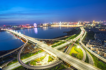 Foto auf AluDibond Shanghai bright lights overpass in shanghai at night
