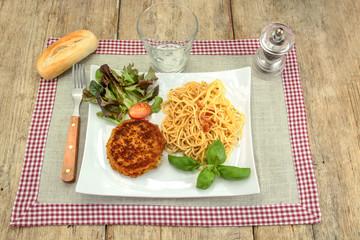 Wall Mural - pané frit et spaghetti dans une assiette