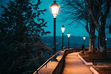 ILLUMINATED STREET LIGHTS AT NIGHT Fotomurales