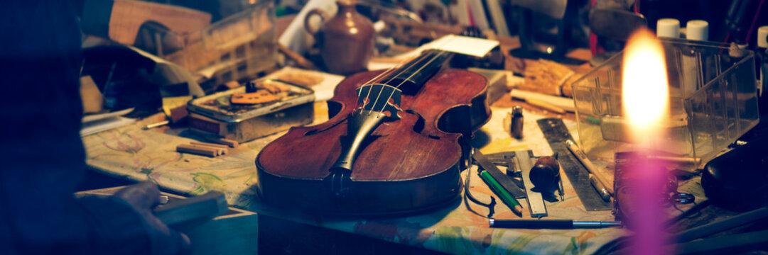 Artisan table violin maker