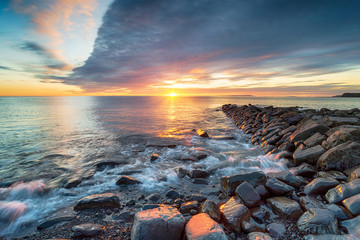 Fototapete - Dramatic winter sunset at Kimmeridge Bay