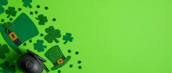 St Patrick's Day banner design. Irish elf hats, pot of gold and shamrock leaf clovers on green background with copy space. Happy Saint Patricks Day concept Wall mural