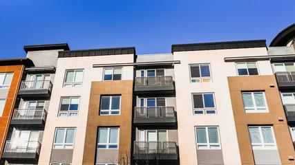 Fototapeta Exterior view of multifamily residential building; Sunnyvale, San Francisco bay area, California obraz