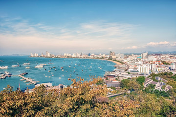 Fototapete - Pattaya city viewed from the hill in daytime