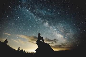 SILHOUETTE MAN AGAINST SKY AT NIGHT Fotoväggar