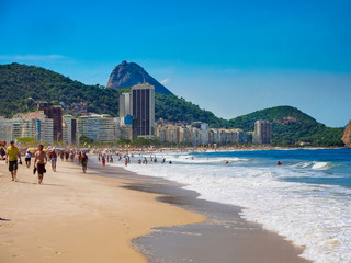 Fotobehang - Copacabana beach and mountain Sugarloaf in Rio de Janeiro, Brazil. Copacabana beach is the most famous beach in Rio de Janeiro. Sunny cityscape of Rio de Janeiro