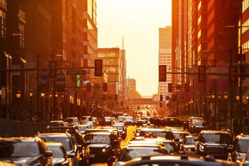 Traffic at rush-hour over sunset in downtown Philadelphia sun lit street in the evening Fotomurales