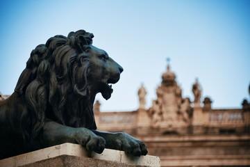 Fototapete - Madrid Royal Palace lion statue