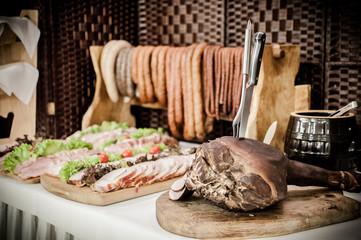 Obraz Wiejski stół swojskie jadło - fototapety do salonu