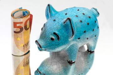 cochon tirelire en céramique et billets de banque