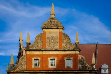Prachtvolle Giebelgestaltung am denkmalgeschützten ehemaligen Kaiserlichen Postamt in Berlin-Neukoelln (Fassade zur Karl-Marx-Straße)